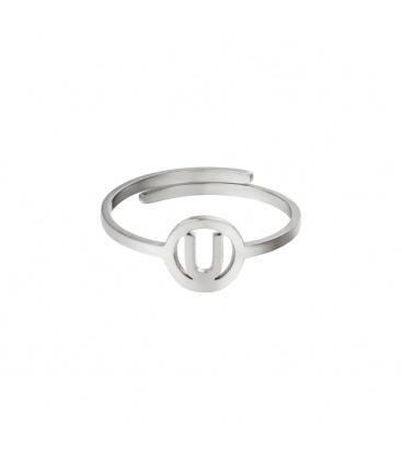Zilverkleurige ring met initiaal U in cirkel