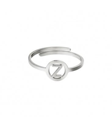 Zilverkleurige ring met initiaal Z in cirkel