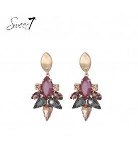 Gekleurde oorhangers met kristallen steentjes en een goudkleurig oorstukje