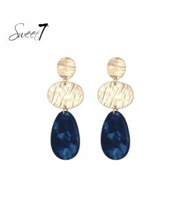 Goudkleurige oorbellen met een blauwe hanger