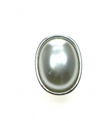 Zilverkleurige ovale oorbellen met halve parel inleg