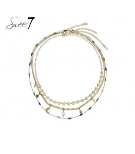 Goudkleurige 3 strengs halsketting en parels, bloemen en kralen