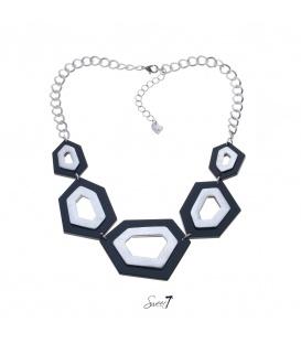 Zilverkleurige korte halsketting met 5 zwarte / zilverkleurige elementen