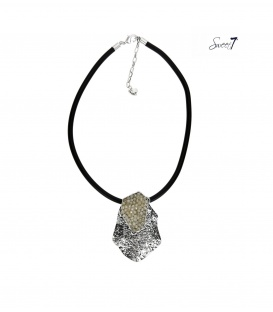 Zwarte rubberen koord halsketting met een zilverkeurige hanger