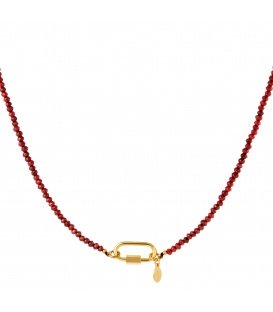 Goudkleurige halsketting met rode steentjes en rechthoekige sluiting
