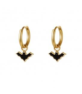 Goudkleurige oorbellen met een zwarte vleermuis