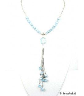 Zilverkleurige halsketting met blauwe en doorzichtige kralen