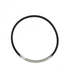 Rubber koord halsketting met zilverkleurige metalen magneet sluiting