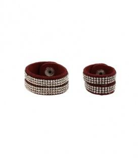 Donkerrode scarvelets met studs en heldere strass steentjes
