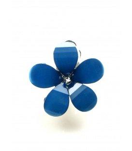 Mooie blauwe oorclips in de vorm van een bloemetje