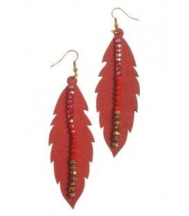 Lange rode oorbellen in de vorm van een veer