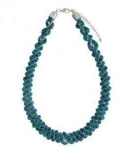 Mooie blauwe gedraaide halsketting van platte kralen