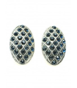 Mooie ovale zilverkleurige oorclips met blauwe strass steentjes