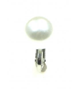 Creme parel oorclips met zilverkleurige clip