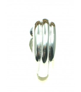 Halfronde metalen zilverkleurige oorclips met streepmotief