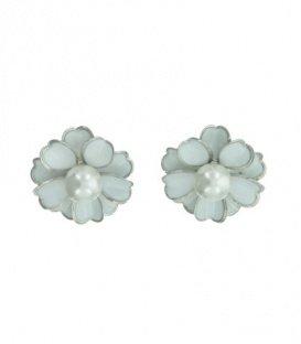 Witte bloem oorclip