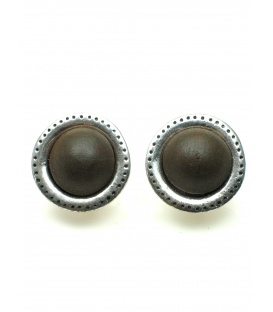 Zilverkleurige ronde oorclips met bruine houten inleg